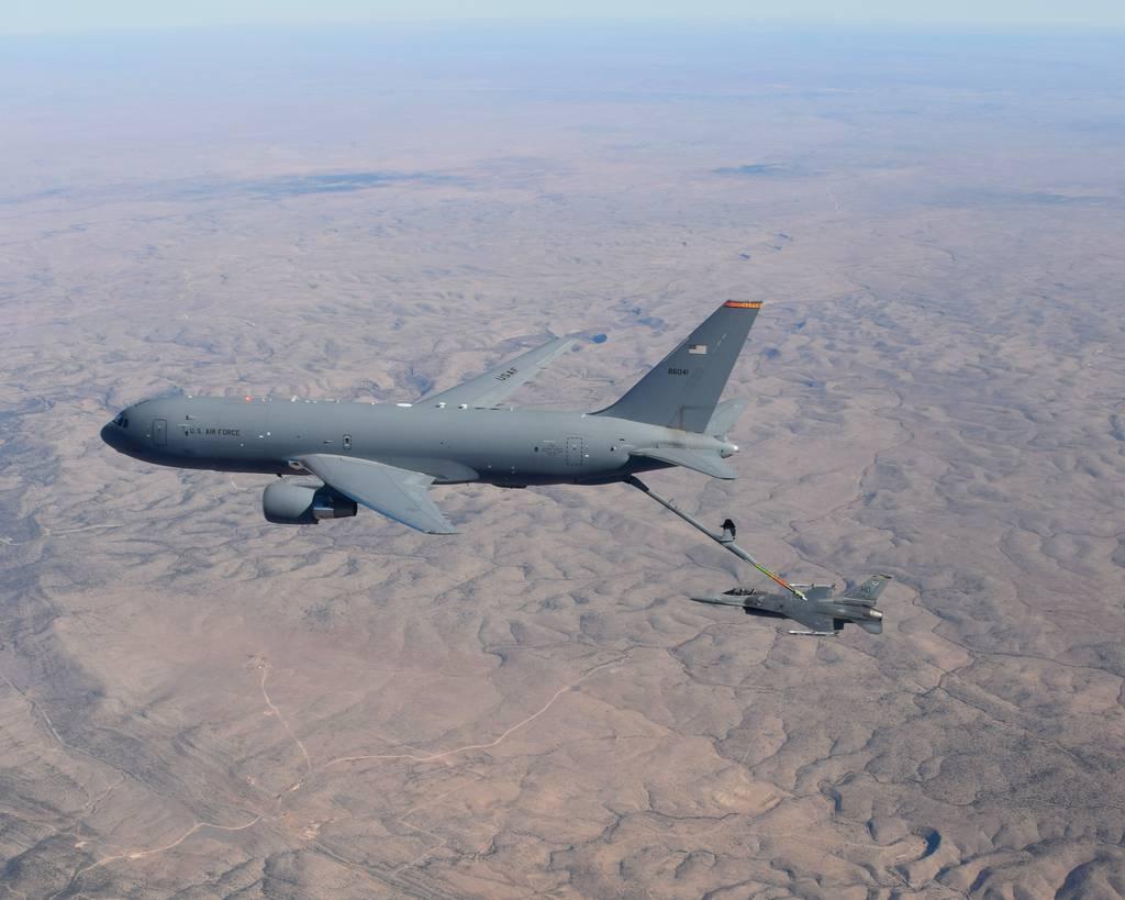 KC-46 obtiene nuevas aprobaciones de reabastecimiento de combustible para misiones TRANSCOM