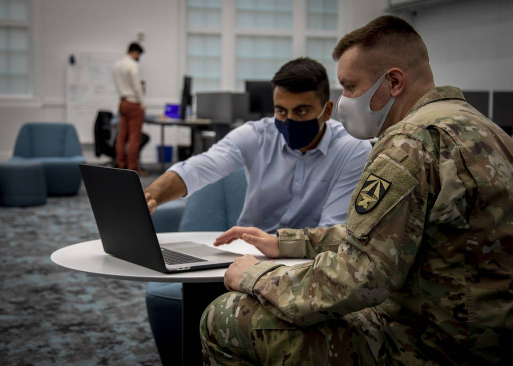 Army Software Factory para producir codificadores de soldados