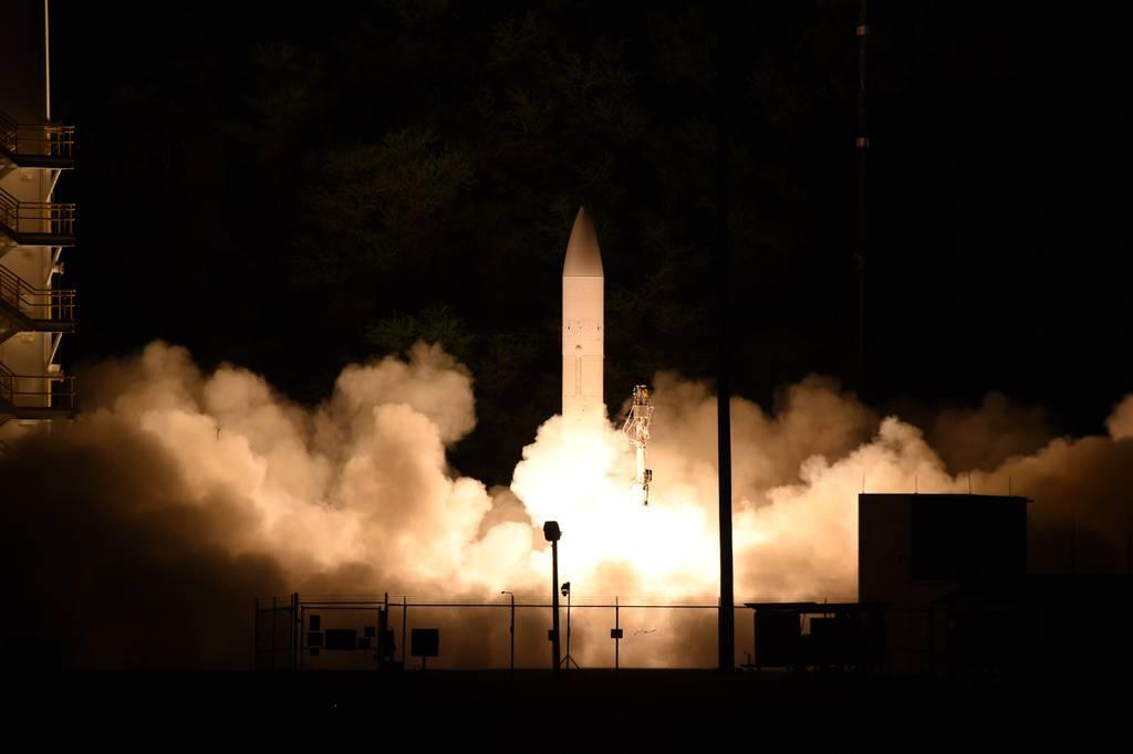 La falla del cohete impulsor frustra la prueba hipersónica