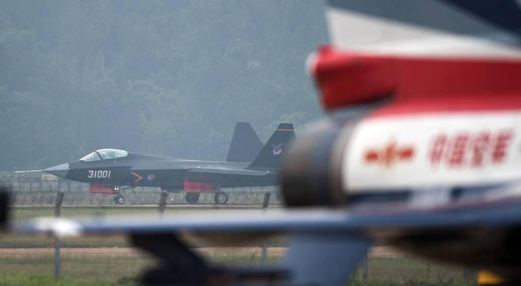 China prepara el lanzamiento de un nuevo avión de combate basado en portaaviones